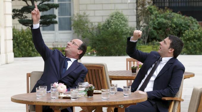 Renzi e Hollande. Foto quotidiano.net