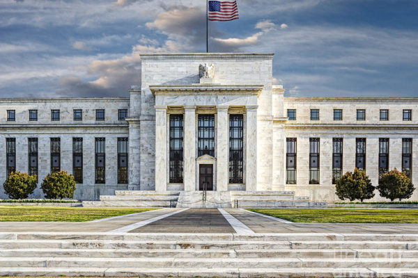 Powell (FED) frena sui tassi. Colpa dei dazi?