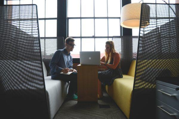 Millennials USA. Meno guadagni e debiti record per finanziare gli studi
