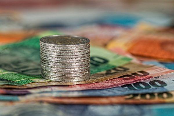Quello stretto rapporto tra tassi di interesse e profitti bancari