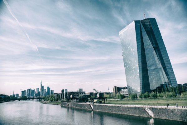 BCE, 750 miliardi e oltre. Arriva il PEPP. USA, tocca al Philly Fed