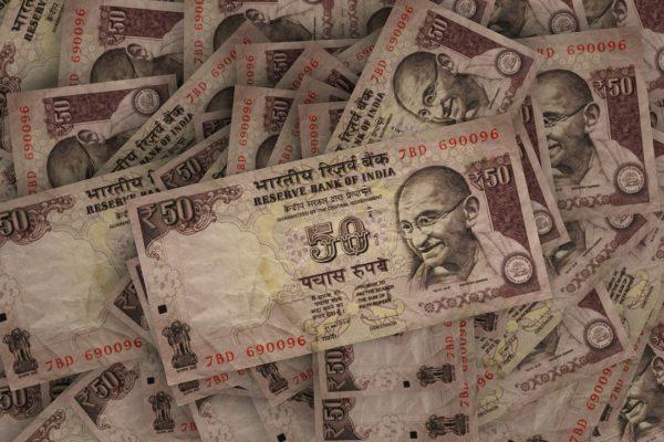 Banche centrali, tagli per India e Canada. Giù fiducia consumatori Michigan