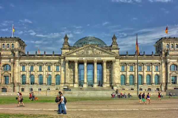 Fiducia imprese in Germania rimane robusta. USA, mercato lavoro senza spunto.