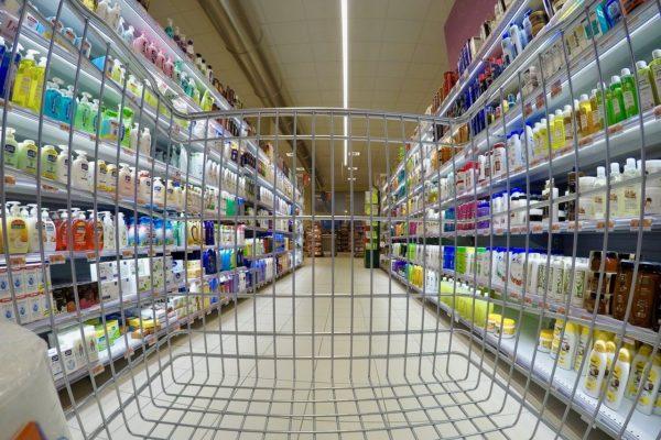 Gran Bretagna, inflazione sempre più debole. USA, vendite al dettaglio sotto tono.