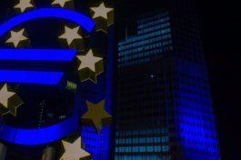 BCE, tassi fermi ma nuove misure a dicembre. USA, PIL terzo trimestre a +7.4% q/q