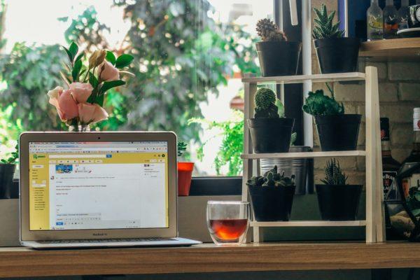 Home working si, ma preservare creatività e relazioni