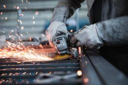Eurozona leggera frenata del manifatturiero a novembre. Francia e Spagna tornano in zona contrazione