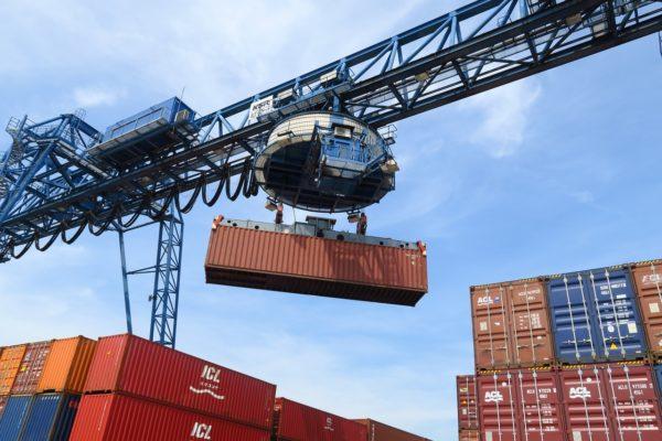 Cina, nuovo record per il surplus commerciale. Germania, PIl 2020 a -5%