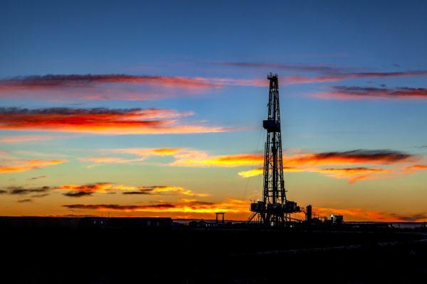 Compagnie petrolifere, il cambiamento climatico mette a rischio il rating