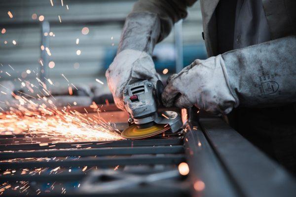 Eurozona, produzione industriale giù a febbraio. USA, prezzi import crescono forte a marzo