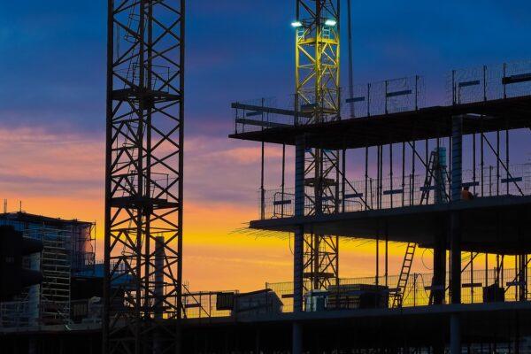 USA, frenata nuovi cantieri a settembre. Petrolio, WTI sui massimi a sette anni